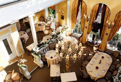 http://www.restaurant-lasserre.com/fr/index.php